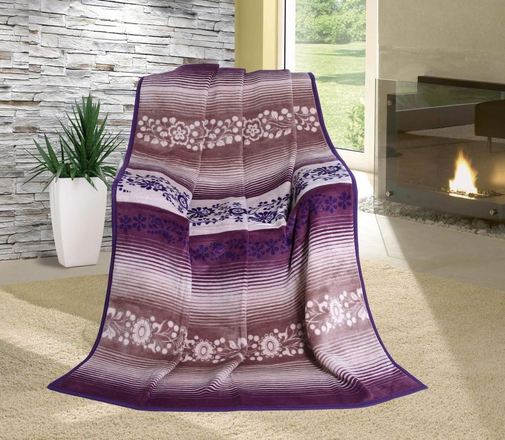 Vzorovaná deka s jemným vzorom fialovej farby