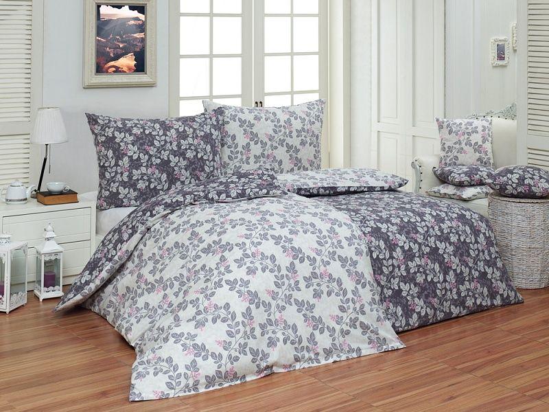 Kvalitné bavlnené obliečky Bella s motívom drobných kvetov a lístkov na mramorovom podklade Matějovský