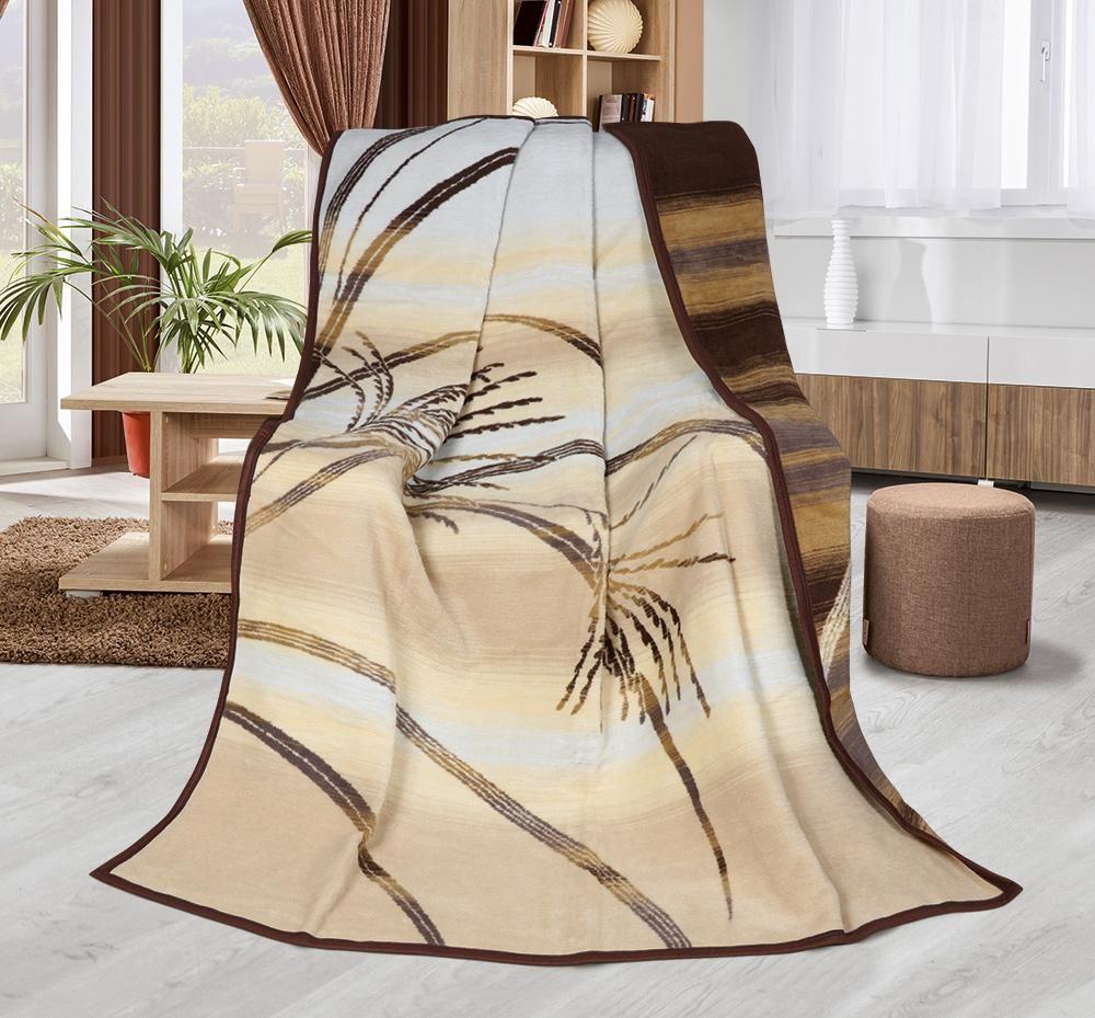 Hrejivá deka béžovo-hnedej farby s motívom Paprade vo veľkosti 150x200 cm